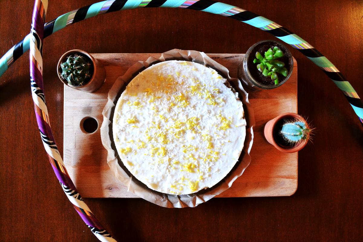 Hoe maak ik de raw vegan kokos-citroen taart van De Hoepeljuf