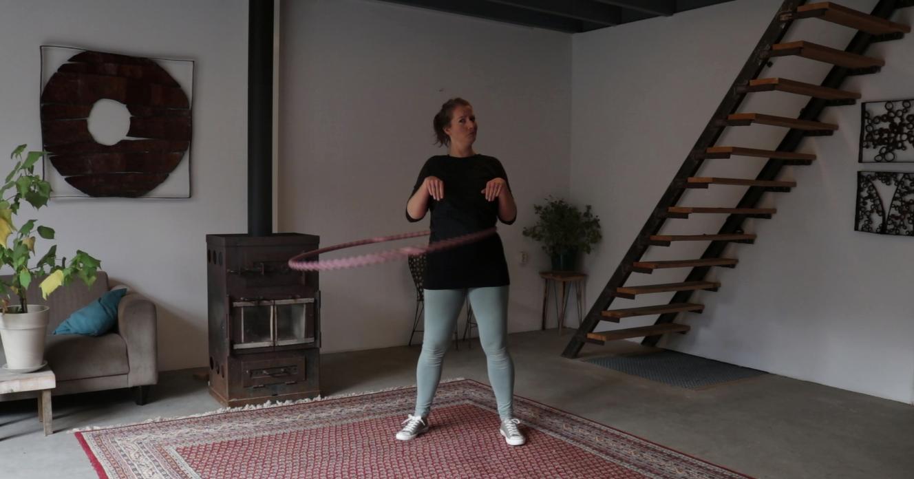 De T-Rex Armen en handen tijdens het hoepelen - Les 1 | Om je middel hoepelen in 6 lessen met De Hoepeljuf Hoopdance en Hoelahoeps